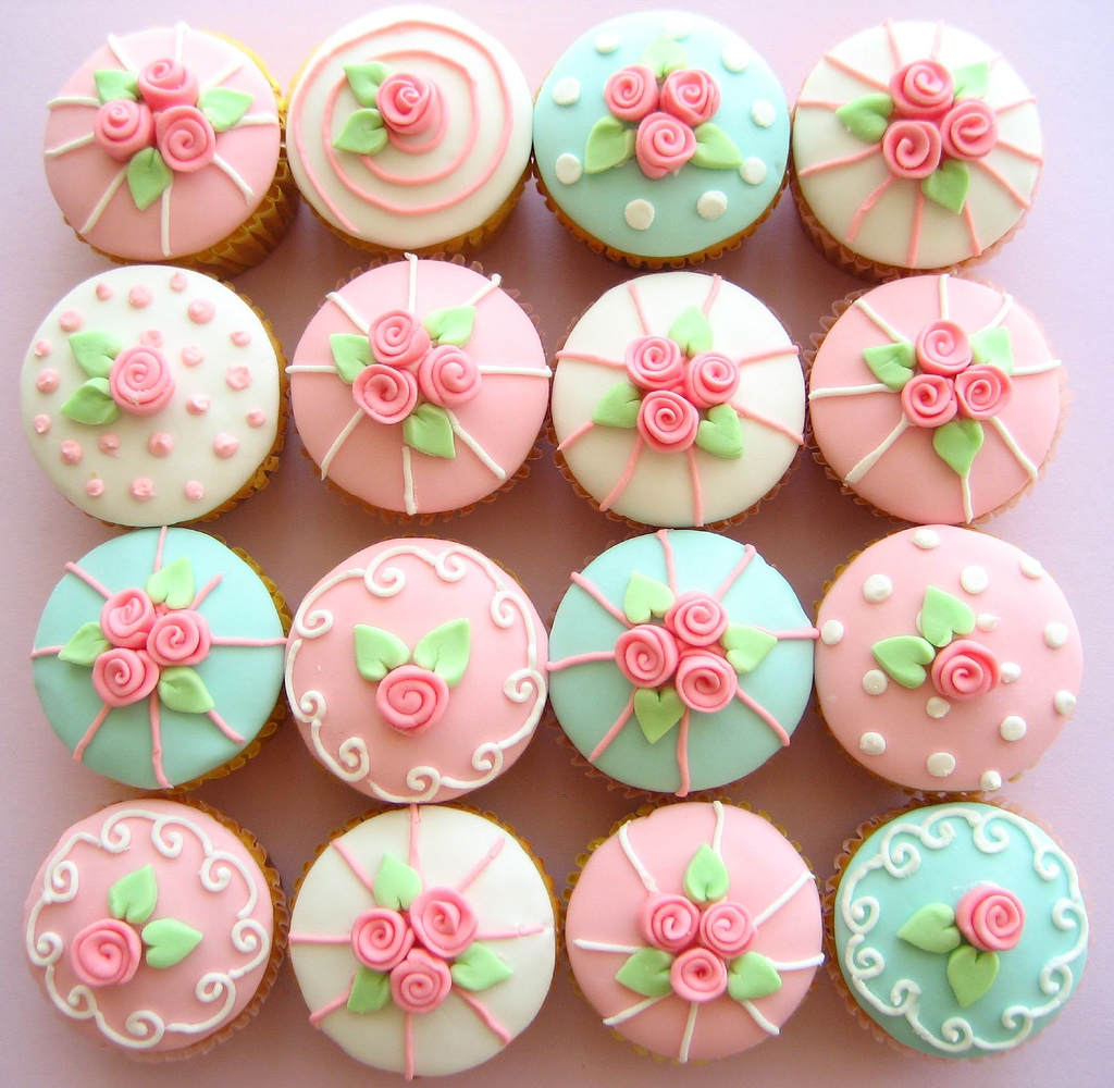Girly Cake Design Ideas : Cupcake Eye Candy