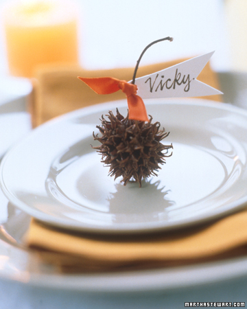 Naturally lovely thanksgiving table ideas from martha for Unique thanksgiving place card holders