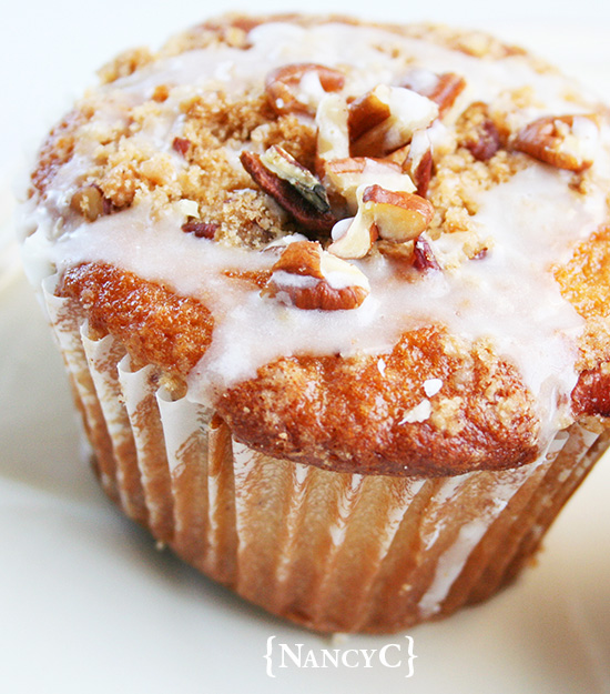 Coffee Cake Muffins by {NancyC} - WEEKEND POTLUCK 463